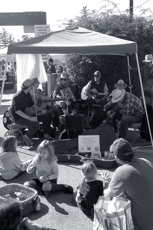 Live Performance at the Aptos Farmers Market